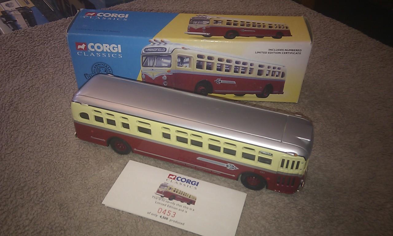 Corgi 54102 Springfield Red Arrow Lines Philadelphia GM 4509