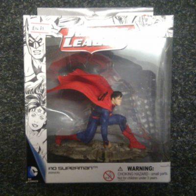 DC Comics Kneeling Superman Figure